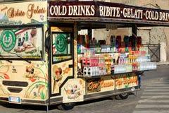 Zimno pije sprzedawcy ambulatoryjnego w Rzym Obrazy Stock