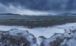 Zimno plaża, śnieżna burza obraz royalty free