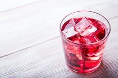Zimny czereśniowy sok z kostkami lodu Zdjęcie Royalty Free