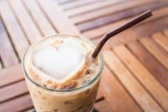 Zimny kawowy napój z serce lodem Zdjęcia Stock