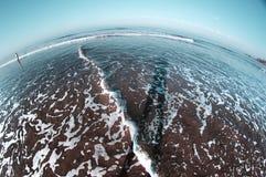 Zimny morze z cieniem istota ludzka na wodzie Rybi oko Zdjęcia Stock