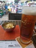 Zimny piwo w gorącym dniu obrazy royalty free