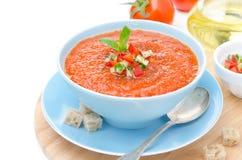 Zimny pomidorowy zupny gazpacho z basilem i croutons Zdjęcie Stock