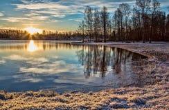 Zimny ranek przy jeziorem Obraz Royalty Free
