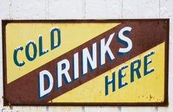 zimnych napojów szyldowy rocznik Zdjęcia Stock
