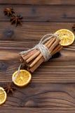 Zimt, getrocknete Orangen und Anis Stockfotos