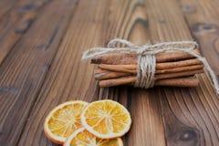 Zimt, getrocknete Orangen und Anis Lizenzfreie Stockfotos
