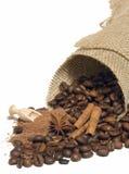 Zimt, Kaffeebohnen, Kakao lizenzfreie stockbilder