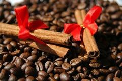 Zimt und Kaffee Lizenzfreies Stockfoto