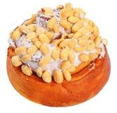 Zimtgebäck mit den Erdnüssen lokalisiert auf Weiß stockfoto