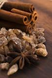 Zimtstangen mit braunem Zucker des reinen Stocks Stockbild