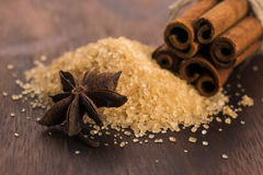 Zimtstangen mit braunem Zucker des reinen Stocks Lizenzfreie Stockbilder