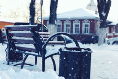 Zimy ławki uliczna rzeka fotografia stock