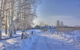 Zimy śnieżna droga w Rosyjskiej wiosce Fotografia Royalty Free