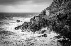 Zimy burza, Koronuje Parowozowych domy, Botallack, Cornwall fotografia royalty free