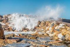 Zimy burza przeciw plaży Fala i wiatr Obrazy Stock
