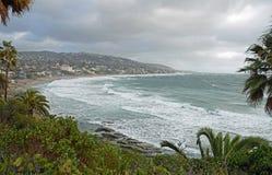 Zimy burza przy magistrali plażą w laguna beach, Kalifornia fotografia stock