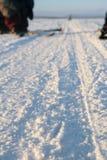 Zimy droga przez jezioro w rosjaninie Lapland, Kola półwysep Obrazy Royalty Free