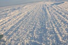 Zimy droga przez jezioro w rosjaninie Lapland, Kola półwysep Obraz Royalty Free