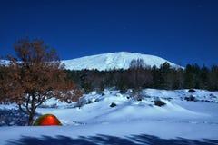Zimy Etna Krajobrazowy park Pod blask księżyca, Sicily fotografia stock