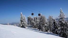 Zimy góry krajobraz w ośrodku narciarskim zdjęcie wideo