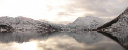 Zimy góry odbicia Zdjęcia Stock