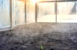 Zimy gorący greenhose z wznosi się ziemią Obrazy Stock