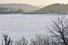 Zimy krajobrazowa i zamarznięta Brno tama Zdjęcia Royalty Free