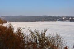 Zimy krajobrazowa i zamarznięta Brno tama Obrazy Royalty Free
