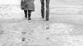 Zimy miasta Śliski chodniczek zdjęcie royalty free