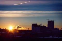 Zimy miasta krajobraz, wschód słońca Obraz Royalty Free
