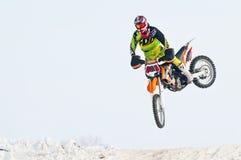 Zimy motocross Skoku motocyklista Fotografia Stock