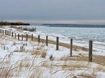 Zimy plaża na jezioro michigan przy roztoki przystanią, MI Fotografia Stock