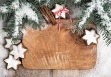 Zimy rama dekorował z choinką, śniegiem i ciastkami, Obraz Stock