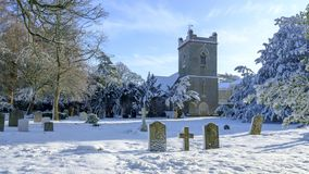 Zimy scena St Mary ko?ci??, newton Walencyjny, Hampshire, UK fotografia royalty free
