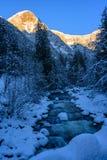 Zimy sceneria z śniegiem zakrywającym kołysa w rzece w Silver Lake prowincjonału parku zdjęcia stock