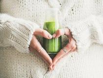 Zimy smoothie napoju sezonowy detox w butelce zdjęcie royalty free