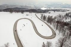 Zimy widok z lotu ptaka nad Transalpina mountainb droga obrazy royalty free