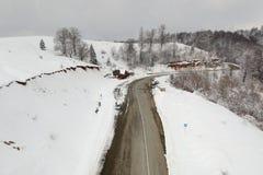 Zimy widok z lotu ptaka nad Transalpina mountainb droga zdjęcie royalty free