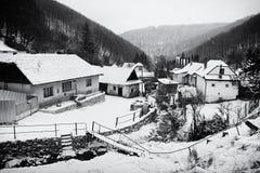Zimy wioski sceneria Zdjęcia Stock