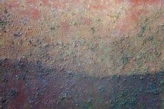Zinco, fim acima da parede ou cerca feita do ferro galvanizado oxidado foto de stock