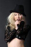 Zingend blond meisje Royalty-vrije Stock Foto's