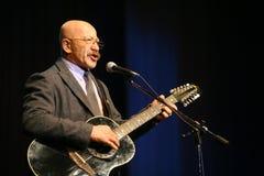 Zingende uitvoerdersauteur, dichter, zanger, musicus, acteur, gitarist en componist Alexander Rosenbaum Stock Afbeeldingen