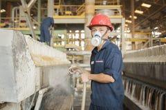 Zinkmijn Ingenieurs schoonmakende machine in fabriek Stock Foto's
