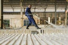 Zinkmijn Ingenieurs schoonmakende machine in fabriek Stock Afbeeldingen
