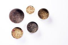 Zinn des Tees lokalisiert auf Weiß Stockfoto