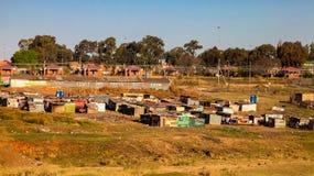 Zinnbretterbudewohnung des niedrigen Einkommens informelle in städtischem Sowetp Lizenzfreies Stockbild