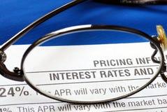 Zinssatz in einer Kreditkartedatenübermittlung lizenzfreies stockfoto