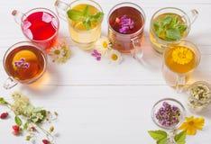 Ziołowa herbata w filiżankach na białym tle Fotografia Royalty Free