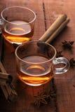 Ziołowa herbata z Gwiazdowym anyżem i cynamonem w filiżance zdjęcie stock
